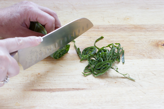 Slicing collard greens