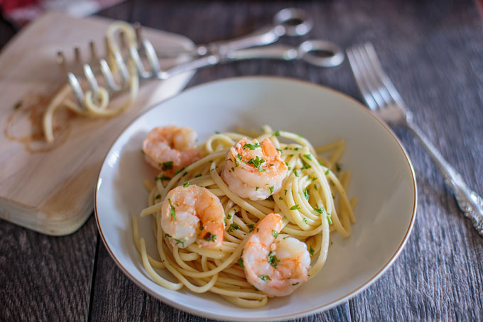 Plated shrimp scampi with linguini final image