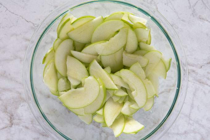 Apples thinly sliced in a bowl