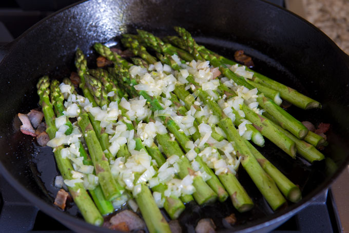 Add the buttered onions and garlic to the bacon and asparagus