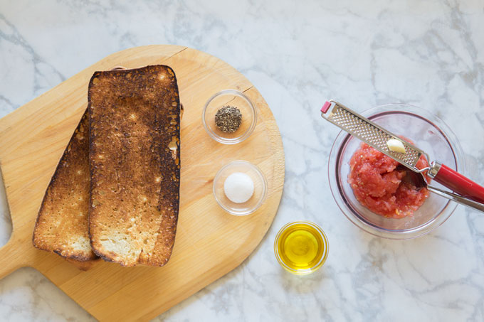 Pan con Tomate (Spanish Grilled Bread with Tomato)