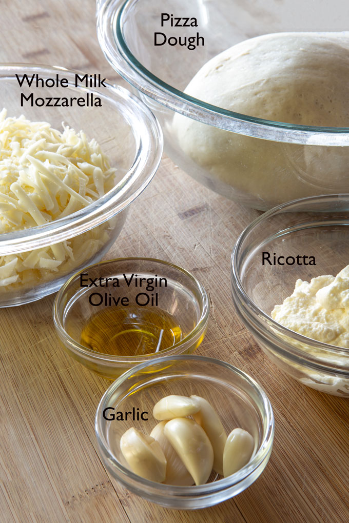 Ingredients for making pizza biancaneve