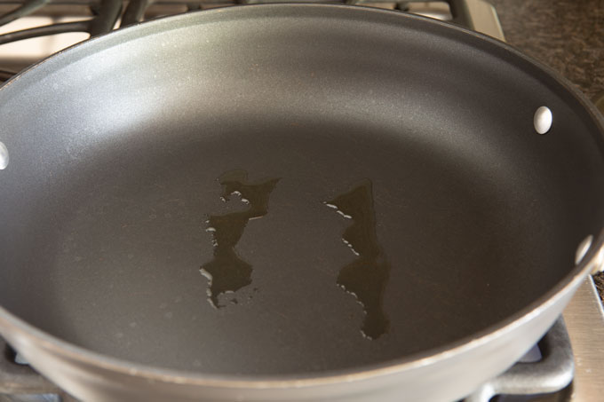 Non-stick pan with two streaks of oil
