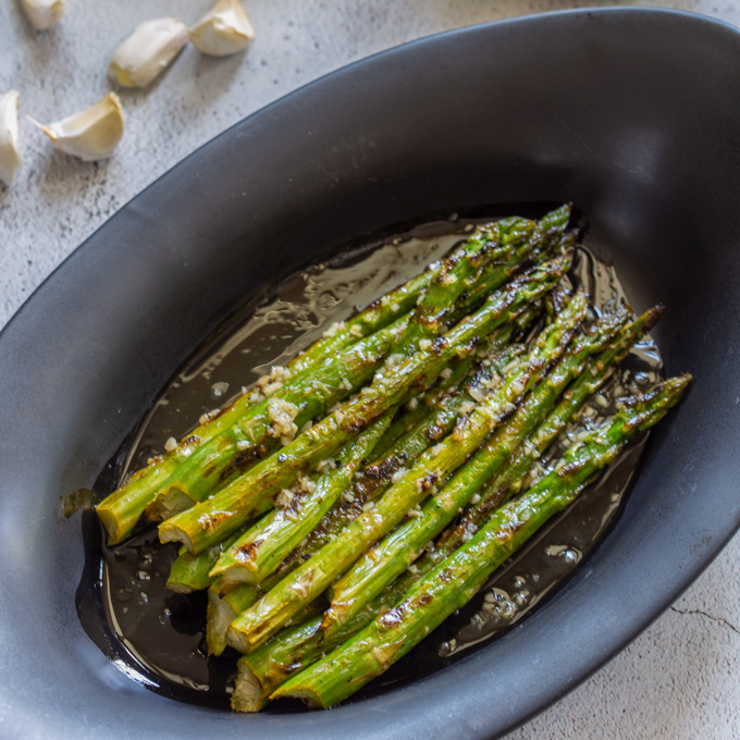 Close up of the grilled asparagus in the serving dish