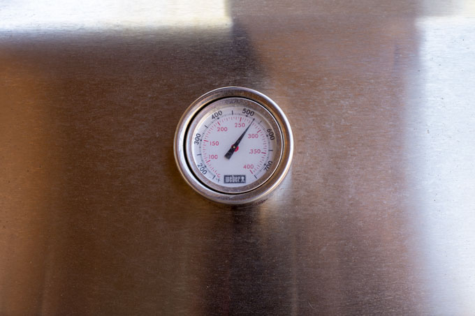 Image of temperature reading on the grill lid at just over 500°
